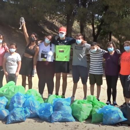 Jóvenes de La Sagra se reúnen para limpiar la basura de los parques